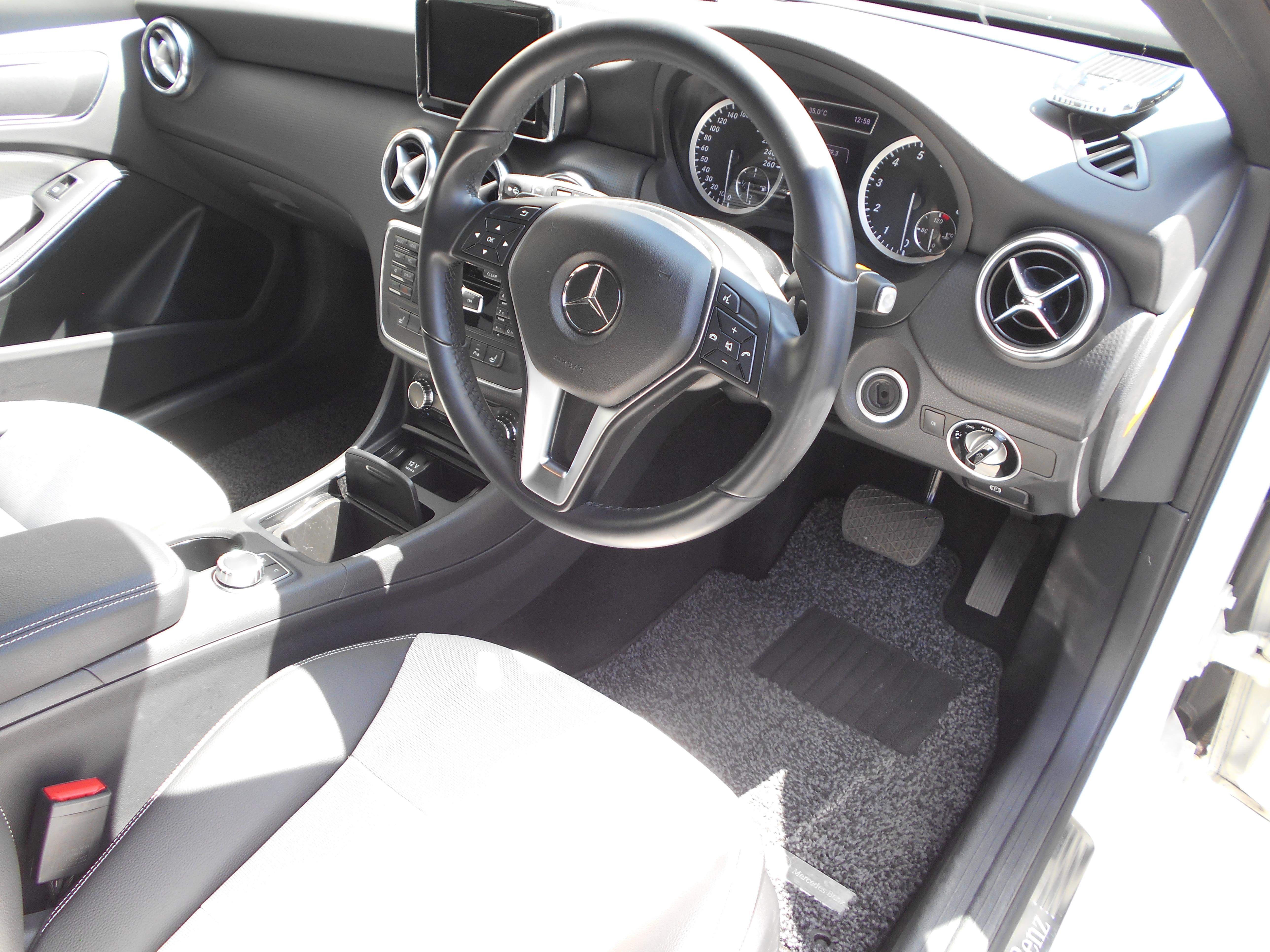 メルセデス・ベンツ Aクラス A180エディションスタイル(ホワイト)