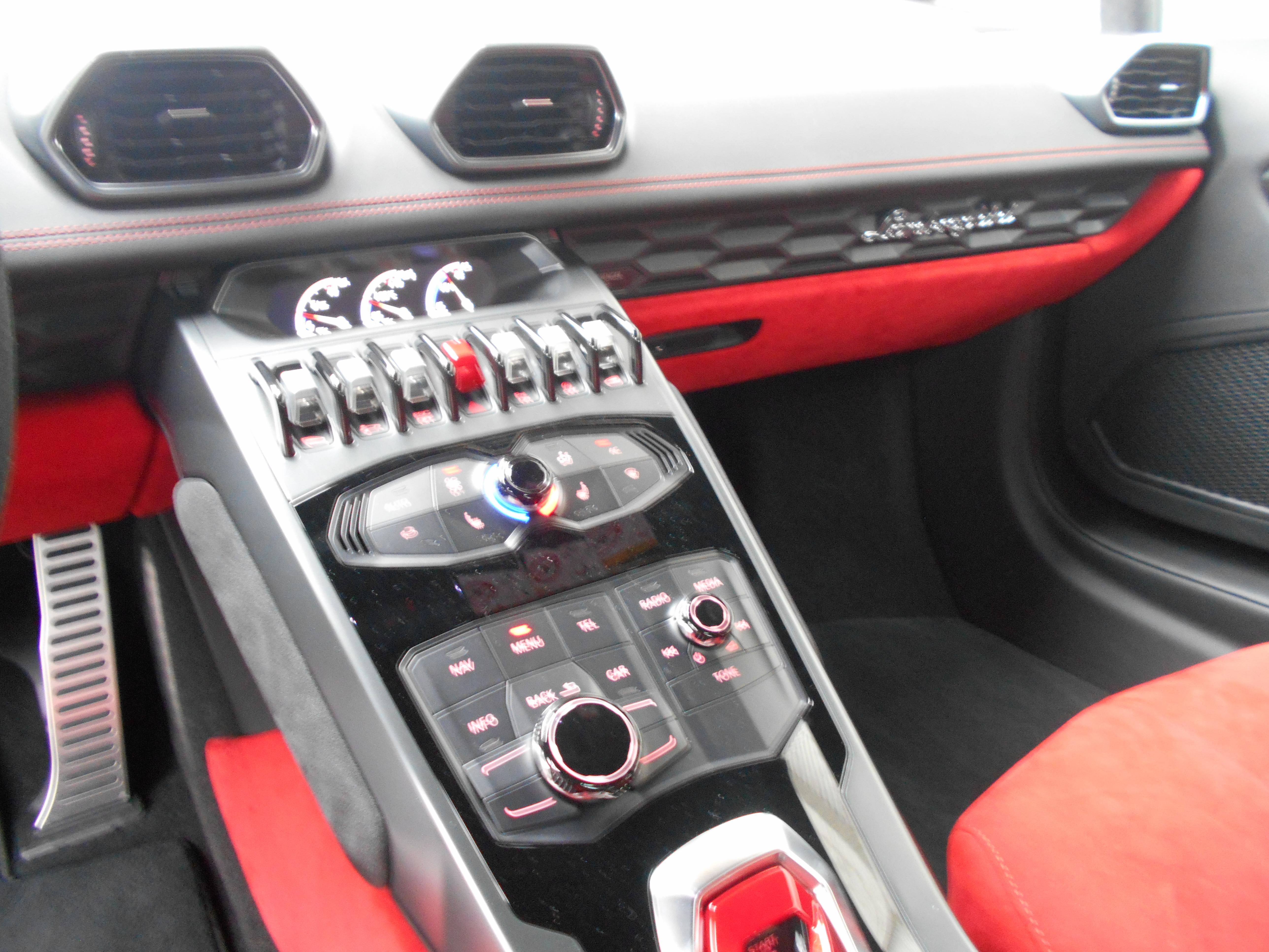 ランボルギーニ ウラカン LP610-4 (LDF) 4WD 左H