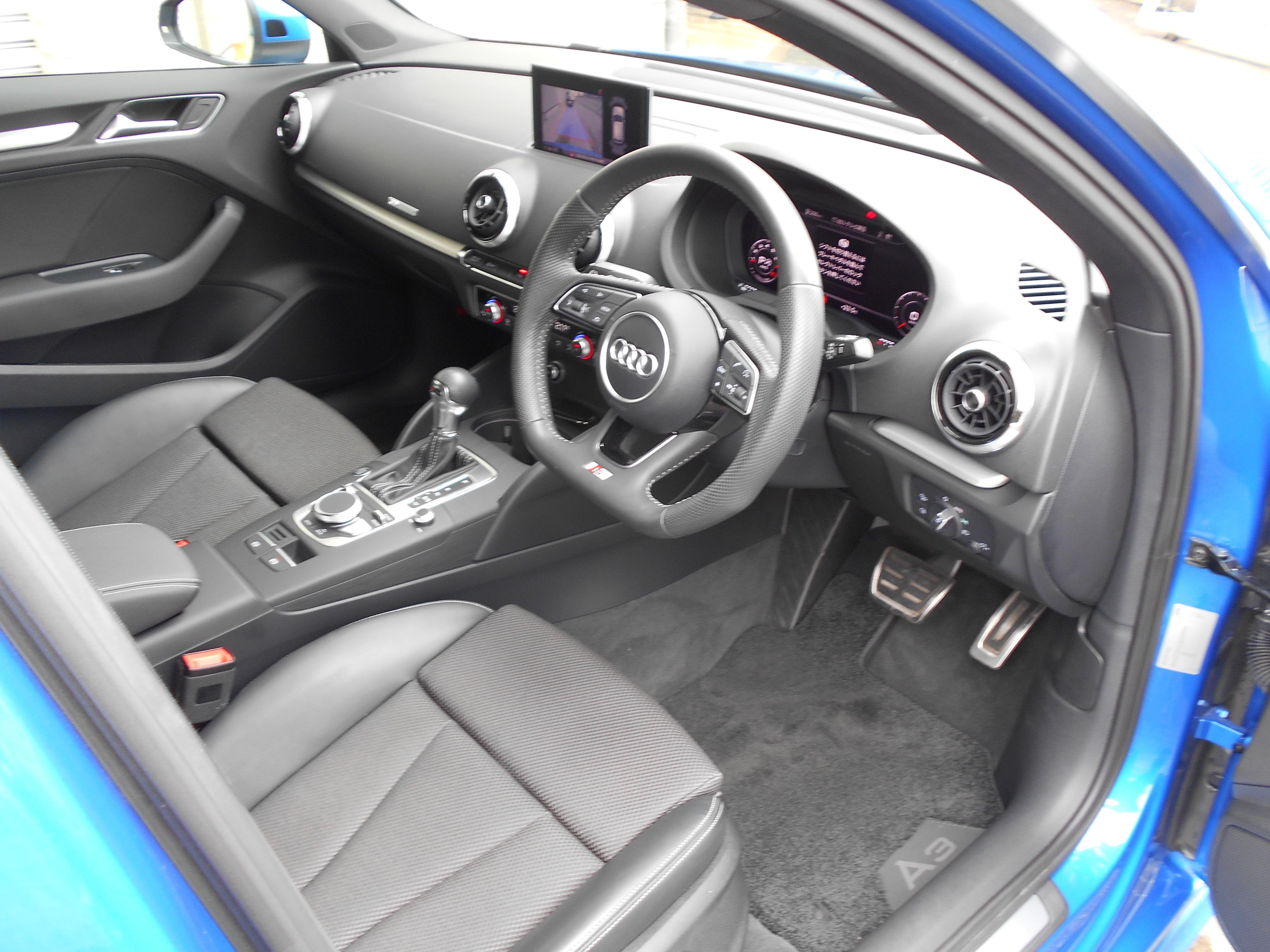 Audi A3 スポーツB 1.4TFSI スポーツ Sライン