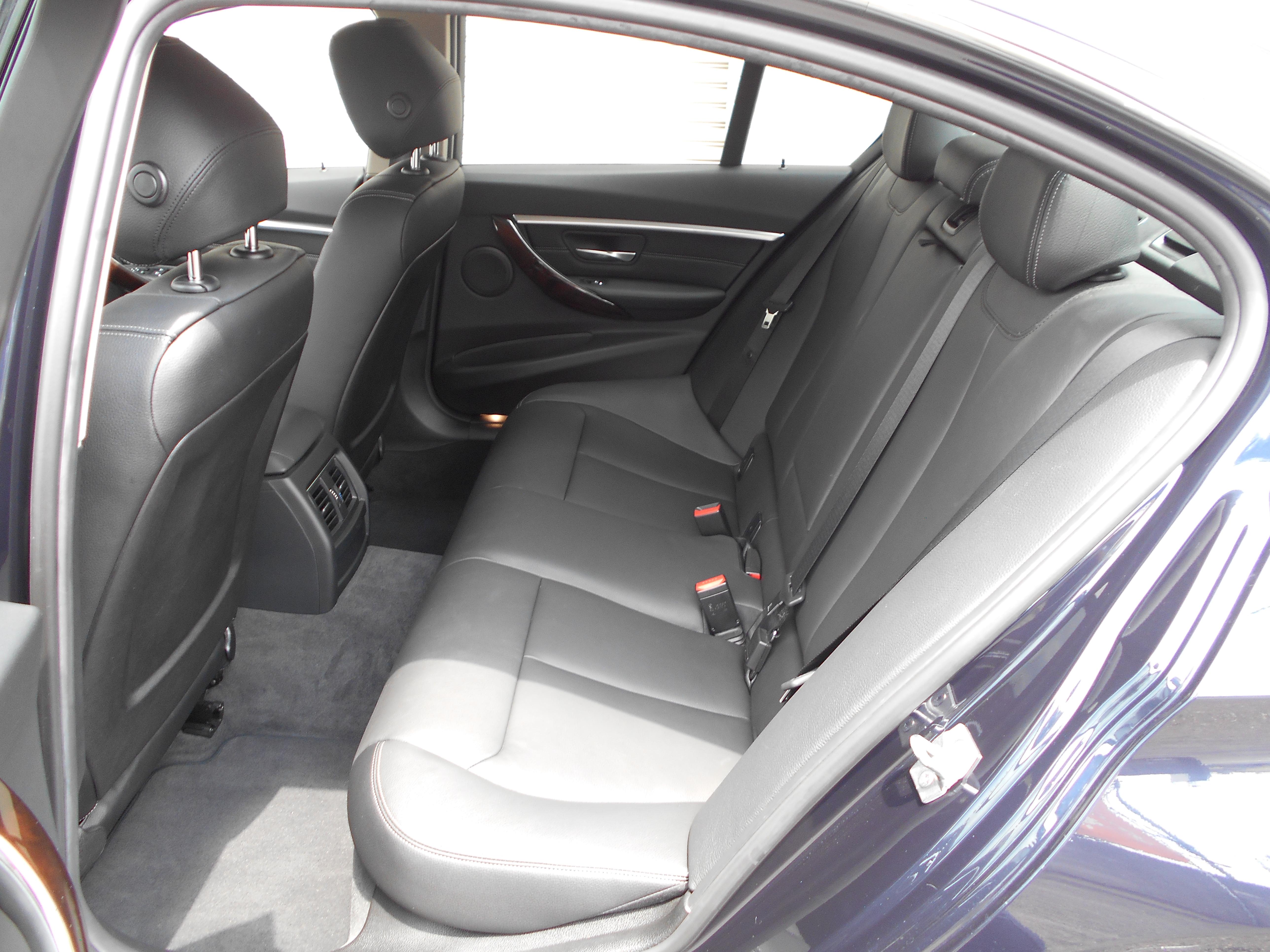 BMW 320i ラグジュアリー
